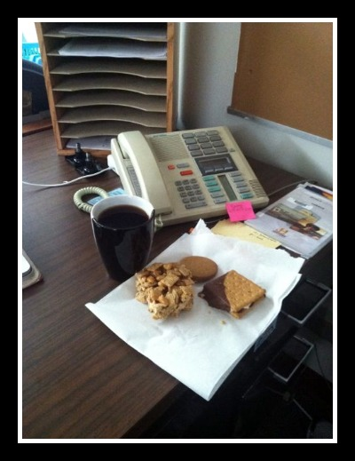 Dear Hubby's Desk - He always knows how to support his wife.